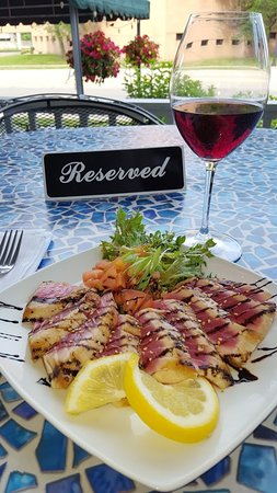 Trenton, MI: Ahi Tuna and Pinot Noir on the Front Porch