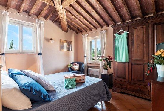 Villa il Borghetto: camere incorniciate da splendide travi