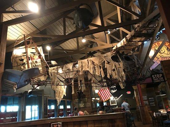 Outback Steak & Oyster Bar: Loved the decor!