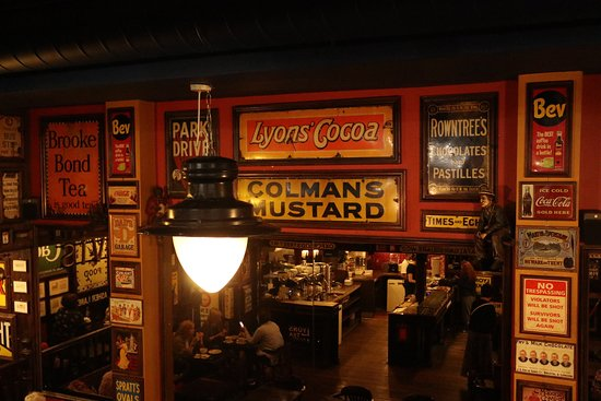 Cafe Amore: Greatest collection of old advertising signs