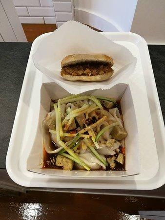 Brighton and Hove, UK: Handmade bun filled with marinated slow-cooked pork meat and Steamed Noodles