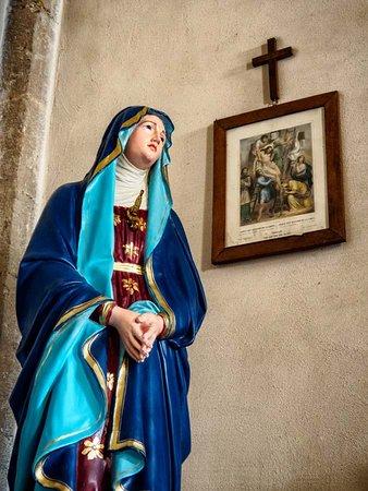 Chiesa dei santi Pietro e Andrea: Mary and a station of the cross.