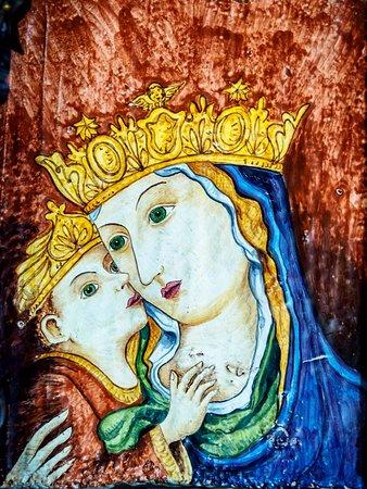 Chiesa dei santi Pietro e Andrea: A modern Madonna.