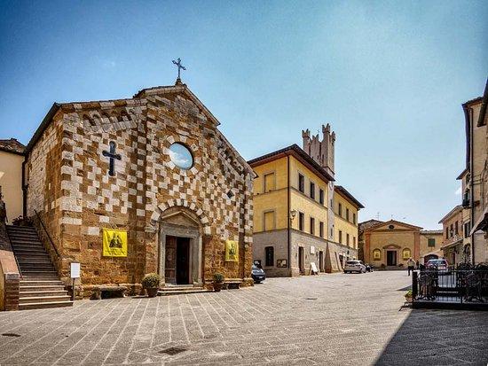 Chiesa dei santi Pietro e Andrea: The ancient church on the town plaza.