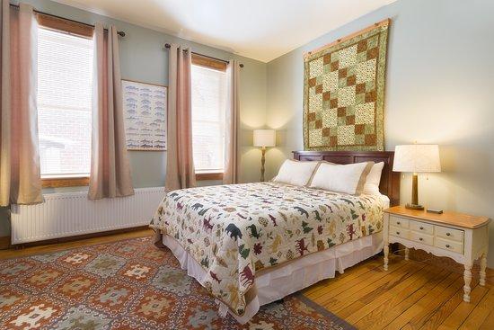 Port Henry, NY: Room 203