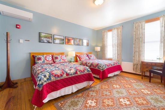 Port Henry, NY: Room 202