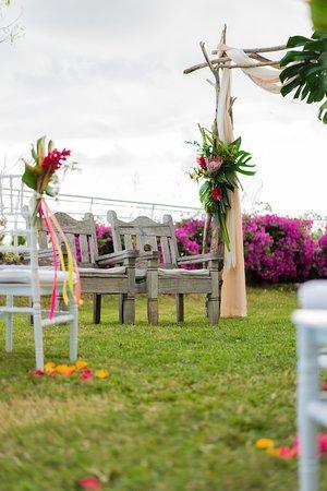 Trois Bassins, Reunion Adası: Le beau jardin et les meubles du restaurant