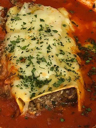 Casanova Restaurant: Beef Manicotti