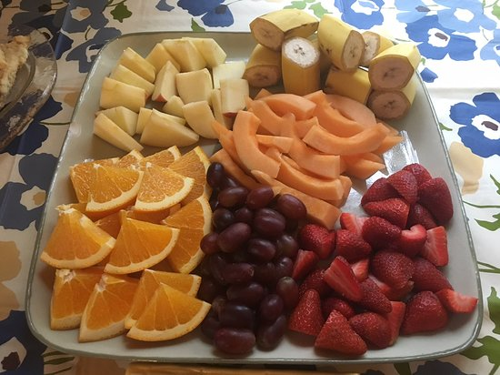 Wimberley Inn: Beautiful fresh fruit for our guests