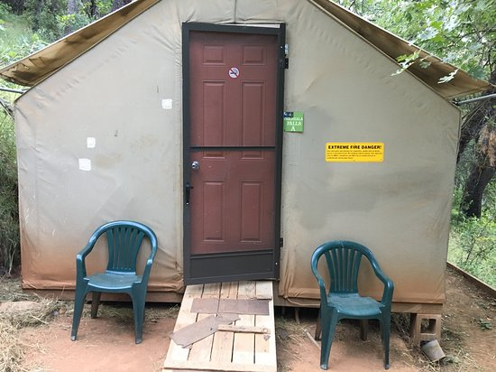Yosemite Bug Rustic Mountain Resort: Outside of the tent (canvas outside, wood inside)