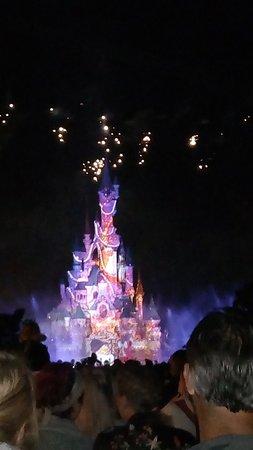 Disneyland Park: P_20180617_230649_large.jpg