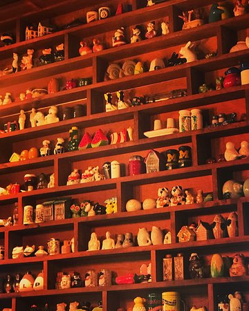 Some of the many, many, many salt & pepper sets on display