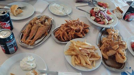 Kakovatos, Grecia: Η νοστιμιά και η φρεσκάδα δεν θέλει περιτύλιγμα!!!