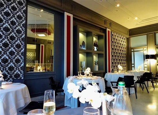 Interior of restaurant picture of terrazza vittoria for Terrazza vittoria sorrento