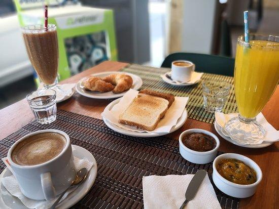 Toba Thani: Desayunos y meriendas con jugos naturales y aguas detox.