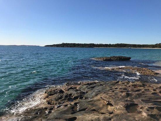 Bundeena, ออสเตรเลีย: Looking towards the eastern end of Jibbon Beach
