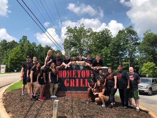 Flowery Branch, GA: The team at HomeTown Grill.