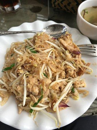 Dan Khun Thot, Thailand: pad Thai with chicken
