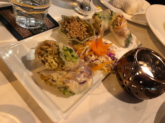 Tongtara Thai Restaurant: The fresh spring roll is also nice and juicy
