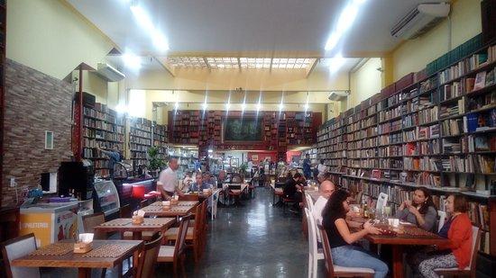 visão panorâmica do sebo e café, vista da entrada