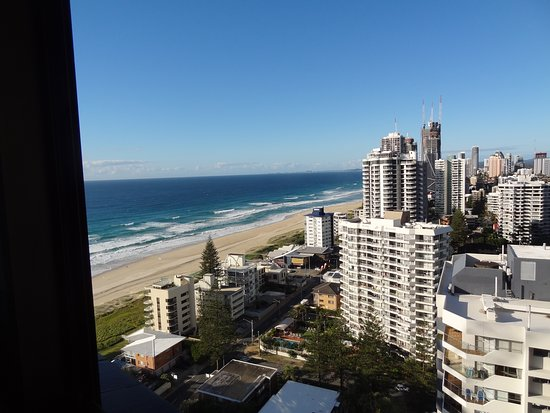 Surfers Century Apartments: This is the beach view from over the kitchen sink.