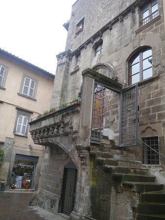 Casa Poscia and its profferli