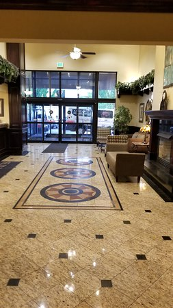 Oxford Suites Downtown Spokane : Warm & Inviting lobby.