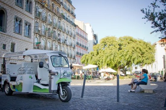 Old Town Lisbon Tour on an Eco Tuk Tuk