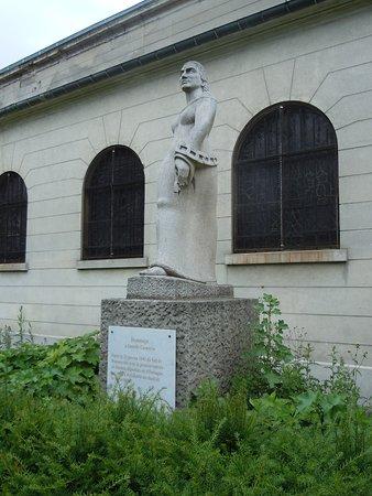 Romainville, Γαλλία: La sculpture sur son socle