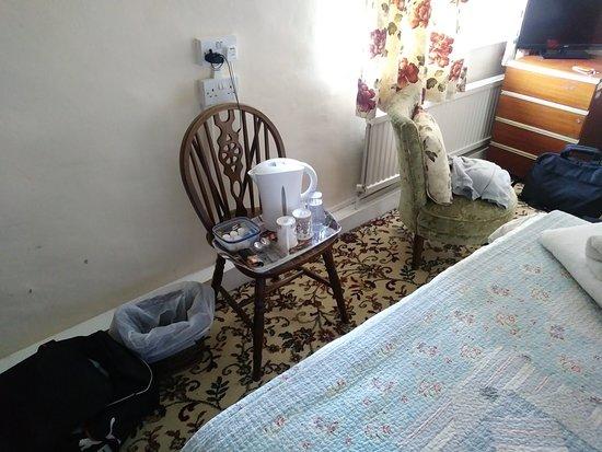 Gayton, UK: Table in room