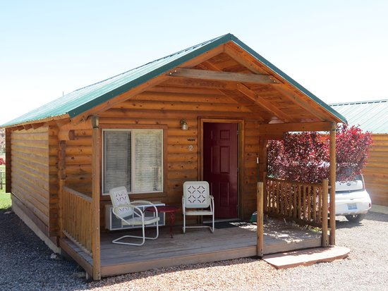 Cowboy Homestead Cabins: The cabin