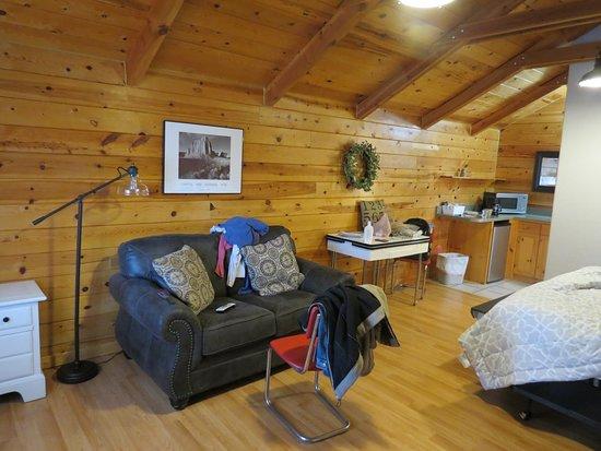 Cowboy Homestead Cabins: Spacious living area