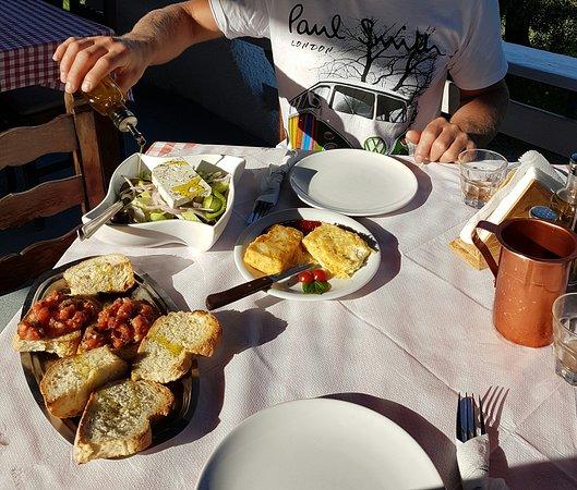 Yialos Beach Taverna: Large feta salad and Saganaki with red pepper marmelade.