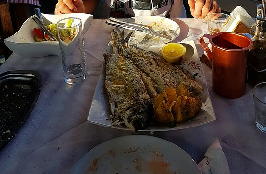 Yialos Beach Taverna: Seabass perfectly cooked