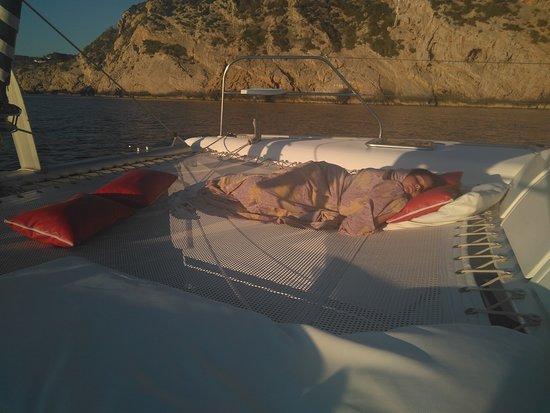Charters Eleven Catamaran Hire Ibiza: Después del intenso dia la peque se dejó llevar por el relax de la puesta de sol