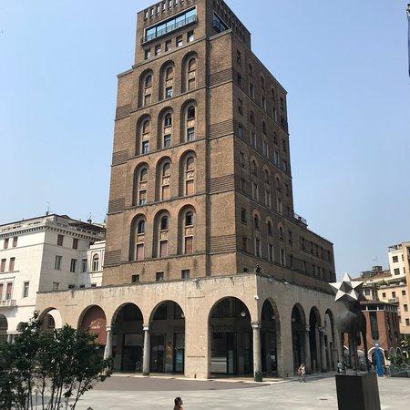 Torrione INA di Marcello Piacentini - architettura di regime