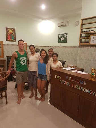 Two Angel Lembongan Spa: a couple with krisna massage