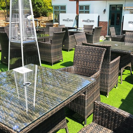 Glanmire, Irlanda: Gorgeous enclosed beer garden with outdoor bar, stage and BBQ