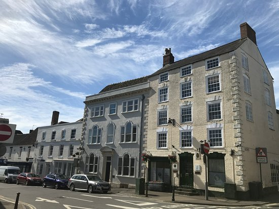 Fifi's Fancy Furniture: Wotton-under-edge high street