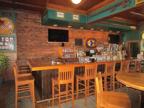 Lansing, NY: Bar area