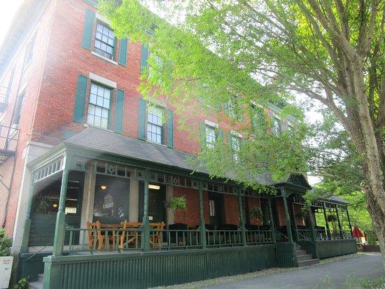 Lansing, NY: Front of Inn