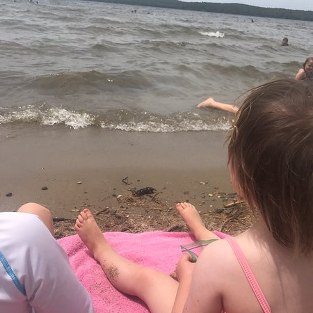 Jefferson, ME : Enjoying the nice sandy beach and clean water