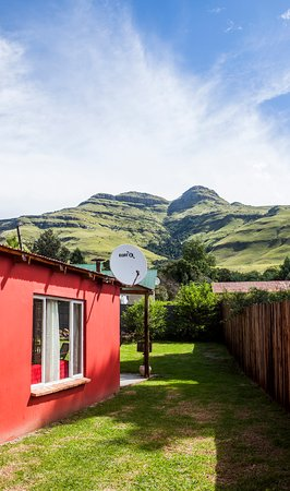 Square Cottage Self-catering cottage, Bulwer village, awesome mountain views, private garden