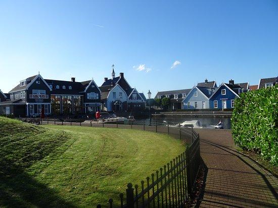 Huizen Haven van 't Gooi;historiserende nieuwbouw en oudbouw