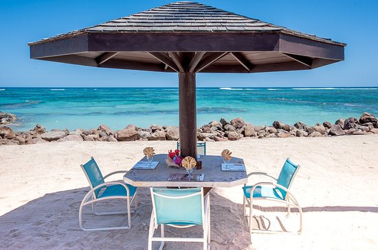 Nisbet Plantation Beach Club : Stick your toes in the sand for true beach dining, and enjoy lunch right on the beach!
