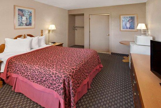 Days Inn & Suites by Wyndham Kokomo