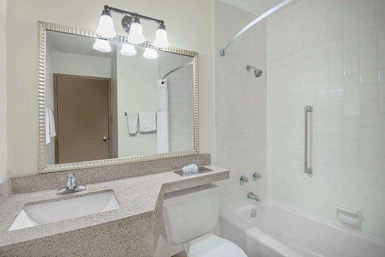Colorado City, CO: Guest room bath