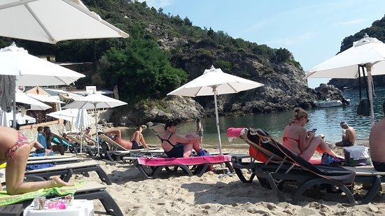 Yialos Beach Taverna: Lido Lilliput ma fantastico mare e servizio.