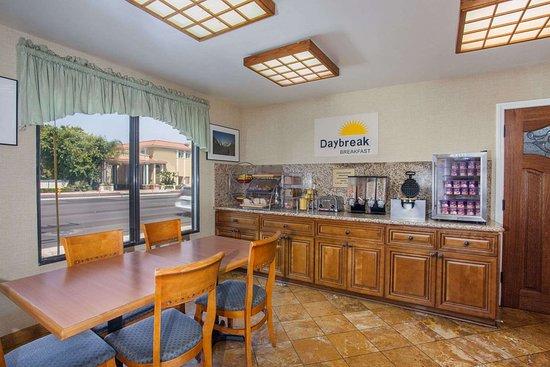 Days Inn by Wyndham Anaheim Near the Park: Property amenity