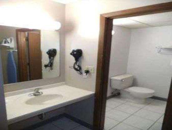West Branch, IA: Bathroom